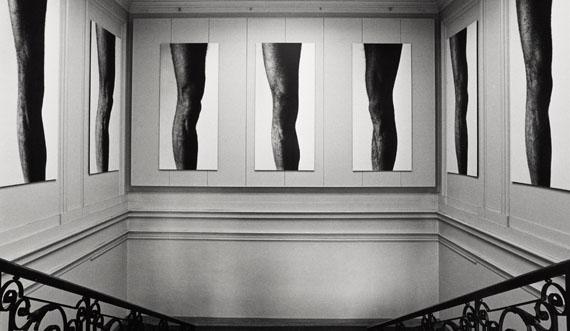 Installation view Balthasar Burkhard: Das Knie (Knee), Kunsthalle Basel, 1983, Photo: Balthasar Burkhard © Estate Balthasar Burkhard