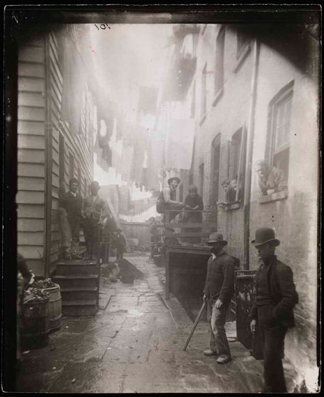 ´Bandits' Roost´, 1887-1888 ©  Jacob Riis/ Museum of the City of New York