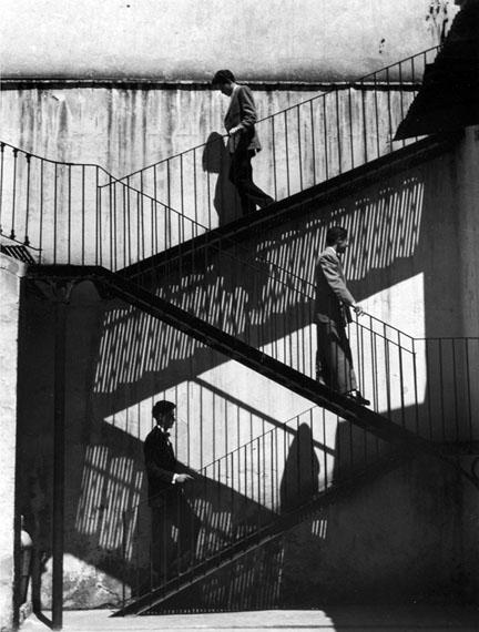 Lola Álvarez Bravo, Unos suben y otros bajan, Ciudad de México, México, 1940Courtesy of the Fondo Fundación Televisa Collection.
