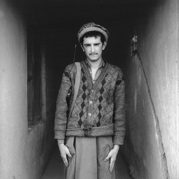 Sean Hemmerle, Soldier, Kabul, Afghanistan, 2003, Gelatinsilverprint, 40 x 40 cm.© 2018 Sean Hemmerle, Courtesy of Galerie Julian Sander, Cologne