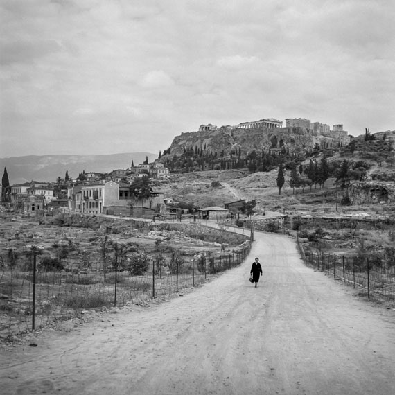 Robert McCabe: ATHENS 1955, The Agora and the Acropolis from Observatory RoadAnalog Gelatin Silver print50 x 50 cm (19' 5/8 x 19' 5/8 inches)© Robert McCABE courtesy galerie SIT DOWN