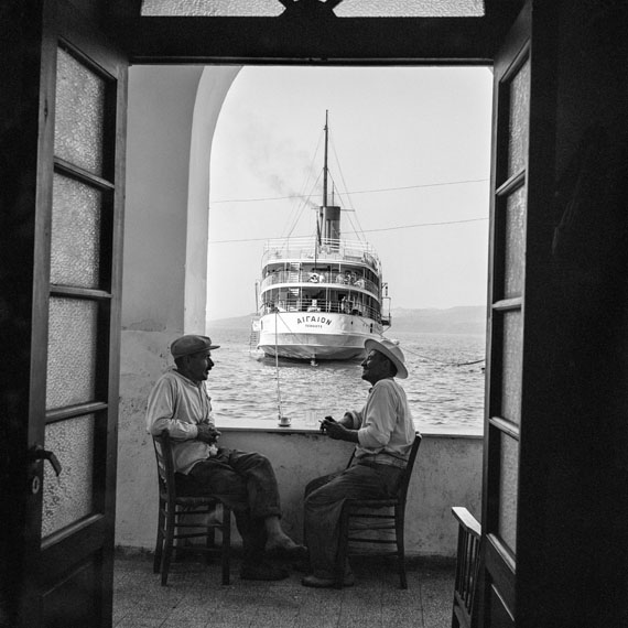 Robert McCabe: THERA 1955, The Aegaion in port below FiraAnalog Gelatin Silver print100 x 100 cm (39' 3/8 x 39' 3/8 inches)© Robert McCABE courtesy galerie SIT DOWN