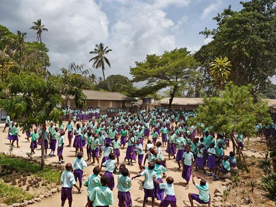 James Mollison. Serie Playground. Freetown Community Primary School, Mombasa, Kenia, 2011 © James Mollison