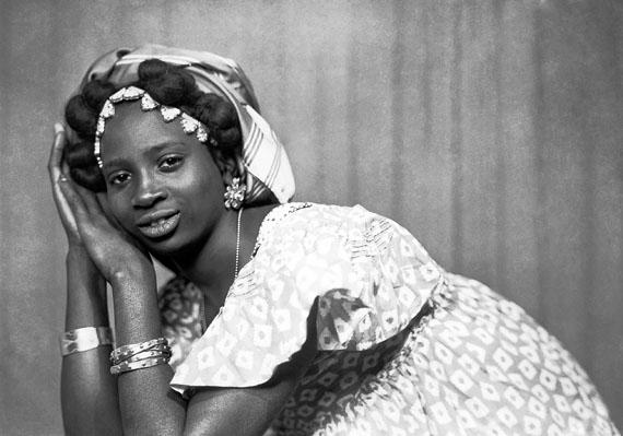 Mama Casset. St Louis 1908-Dakar 1992 © Photo Mama Casset, 'Studio African Photo', Dakar, Sénégal, ca.1950-60 (si date précise, voir dans le nom du fichier)  Estate of Mama Casset / courtesy Revue Noire