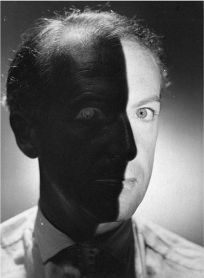 Erwin Blumenfeld, Cecil Beaton, 1937© Estate of Erwin Blumenfeld, Courtesy Les Douches la Galerie, Paris