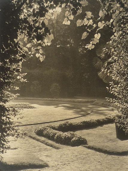 Max Baur. Sanssouci: Frühling im Sizilianischen Garten, nach 1934 Vintage, Silbergelatineabzug auf Seidenmattpapier, 38,5 x 29 cm© Lichtbild-Archiv Max Baur / Sammlung M.-L. Surek-Becker