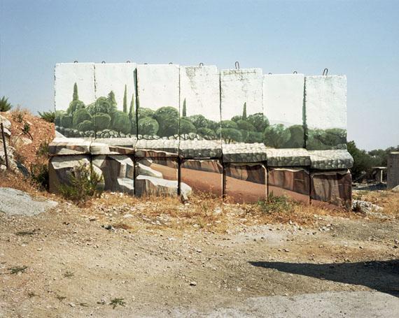 Sean HemmerleBus Stop, Jerusalem, Israel, 2004Digital chromatic print 40 x 50 cmGalerie Julian SanderHalle 11.1 / Stand B 39