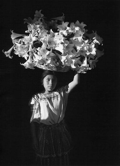 Flor GarduñoCanasta de luz, Sumpango, Guatemala1989Witnesses of Time120 x 90 cmPlatinum Palladium PrintFlor Garduño / Courtesy Bildhalle