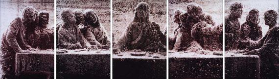 Andres SERRANO (né en 1950) - Black Supper (I-V), 1990 Tirage CibachromeSigné du monogramme, titré et numéroté au dos Editions de 10 exemplaires100 x 68 cm (chaque)Estimation : 100 000 – 150 000 €