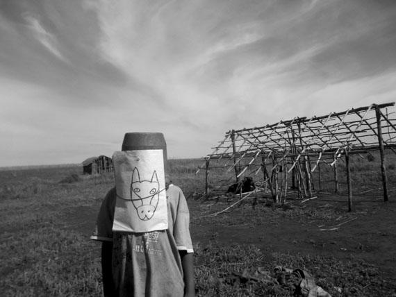 EXTREME. NOMADS – MMK Museum für Moderne KunstPaulo Nazareth: Ka'Aguy Rupigua (bichos do mato), 2013Courtesy der Künstler & Galleria Franco Noero, Torino, Meyer Riegger Berlin/Karslruhe, Mendes Wood DM