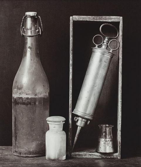 Still life with syringe, 1986, Gelatine silver print © Michel Medinger, Collection CNA