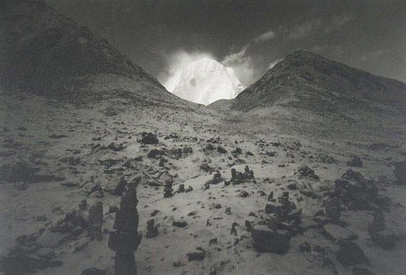 """Kenro Izu """"Kailash #75"""" 2000, Carbon-Pigment-Print, 90,8 x 121,5 cm, Auflage 7"""