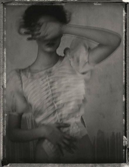 """Sarah Moon """"Codie"""" 2011, getonter Silbergelantine-Abzug, 60 x 50 cm, Auflage 20"""