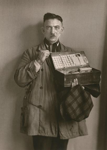 August SanderHausierer / Peddler, 1930© Die Photographische Sammlung/SK Stiftung Kultur – August Sander Archiv; VG Bild-Kunst, 2018