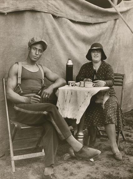August SanderZirkusarbeiter / Circus Worker, 1926-1932© Die Photographische Sammlung/SK Stiftung Kultur – August Sander Archiv; VG Bild-Kunst, 2018