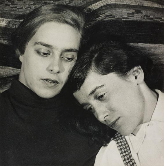 Hugo Erfurth: Porträtstudie (zwei liegende Frauen), 1931, Gelatinesilberabzug© VG Bild-Kunst, Bonn, 2018; courtesy LVR Landesmuseum BonnPhoto: Jürgen Vogel