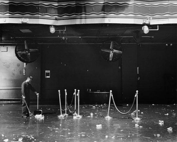 Richard Renaldi: 04:37, NY, from the series Manhattan Sunday, 2015 © Richard Renaldi