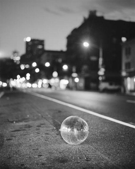Richard Renaldi: 06:17, NY, from the series Manhattan Sunday, 2015 © Richard Renaldi