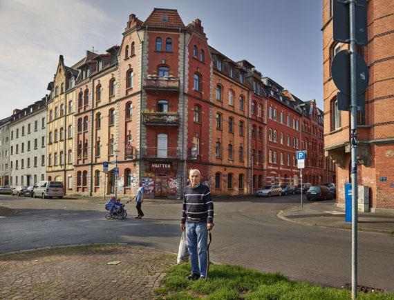 """22. Tag: Hessen, Kassel. Michael Szecsenyi lebt seit 1961 in der Nordstadt. Die Dokumenta interessiert ihn nicht, nur Beuys hat ihm damals gefallen: """"Der hat wenigstens Bäume gepflanzt"""".© Andreas Teichmann"""