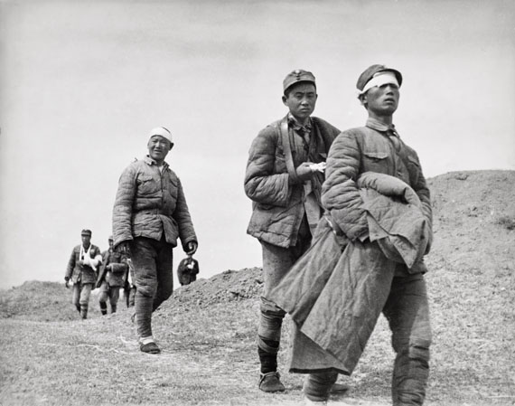 Robert Capa: Wounded soldiers, Tai'erzhuang, Xuzhou front, China, April 1938 © International Center of Photography / Magnum Photos