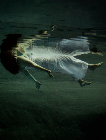 "© Anneè Olofsson, ""Mourning"" 2014, C-print, 160×125 cm"