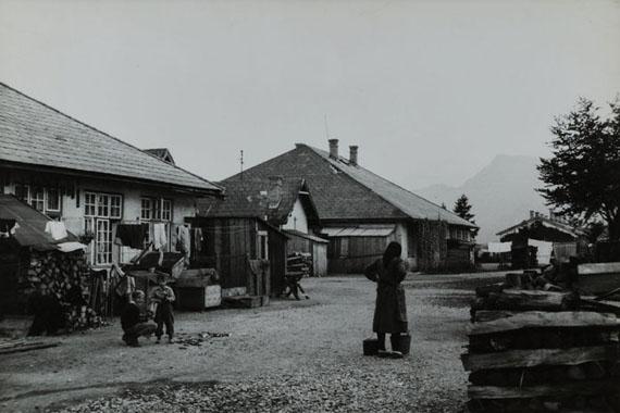 Madame d'Ora, Ansicht eines Flüchtlingslagers, aus der Flüchtlings-Serie, 1945/46, Silbergelatineabzug
