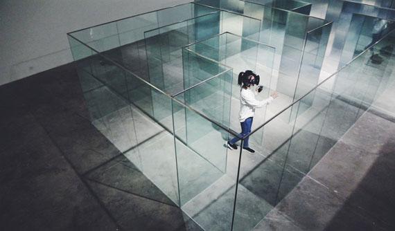 © Chen Baoyang (China), will bionics dream of electronic cows? Virtual reality, mirror maze, image, sound, size, 2017-2018