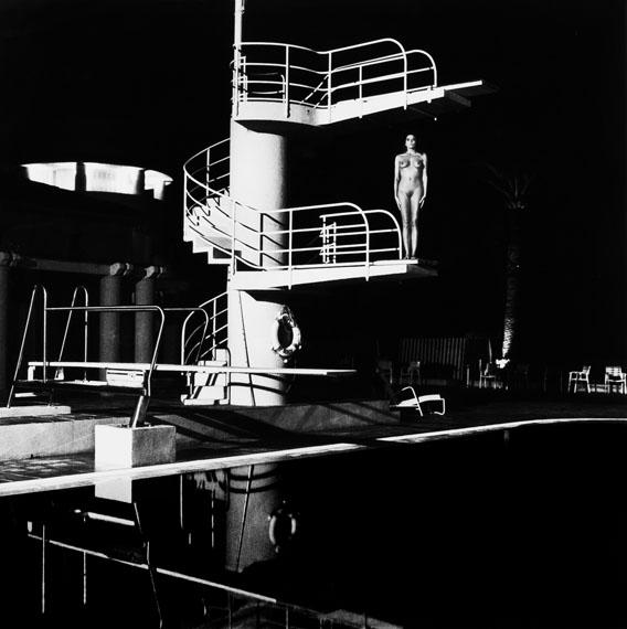 146Helmut NEWTON (1920-2004)« Tour de Plongée, Old Beach Hotel », Monte Carlo, 1981Tirage argentique d'époque, signé, titré et daté à l'encre, copyright de l'auteur au dos100 x 100 cm, à vue, dans un cadre20 000 / 30 000 €