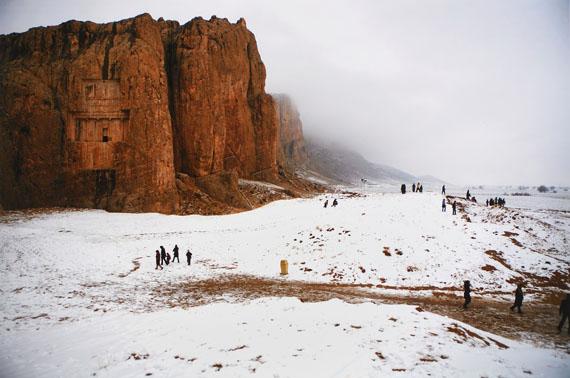 160Newsha TAVAKOLIAN (née en 1981)« Nakhshe Rostam in Winter- PersepolisSeries 2 »Tirage couleur sur Kodak Endura Metallic Pape, signé et numéroté AP2 au dos40 x 60 cm (40 x 76 cm)4 000 / 6 000 €