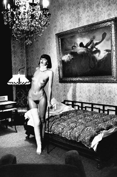 Helmut NewtonJenny Capitain, Pension Florian, Berlin 1977© Helmut Newton Estate