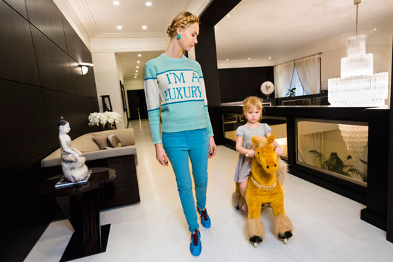Lauren Greenfield: Moscow Society. Ilona at home with her daugther, Michelle, 4, Moscow, 2012 Ilona's sweater was produced for her in a custom color by her friend Andrey Artyomov, whose Walk of Shame fashion line is popular among the wives of oligarchs. Credit: Lauren Greenfield/INSTITUTE © Lauren Greenfield