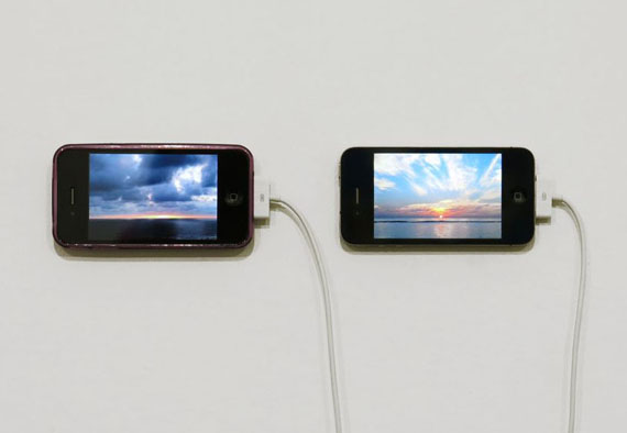 The Distance of a Day, 2013. Digital video on two iPhones, 12 minutes. Courtesy of Chert, Berlin. © David Horvitz