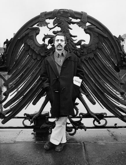 Wolf Biermann als preußischer Ikarus, Berlin, 1972 © Roger Melis Nachlass