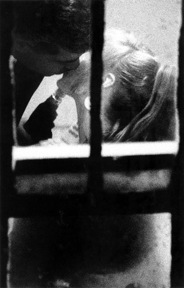 Merry Alpern, Dirty Windows #2, 1994vintage silver gelatin print 50 x 40 cm / 20 x 16 in.© Merry Alpern courtesy Galerie Miranda