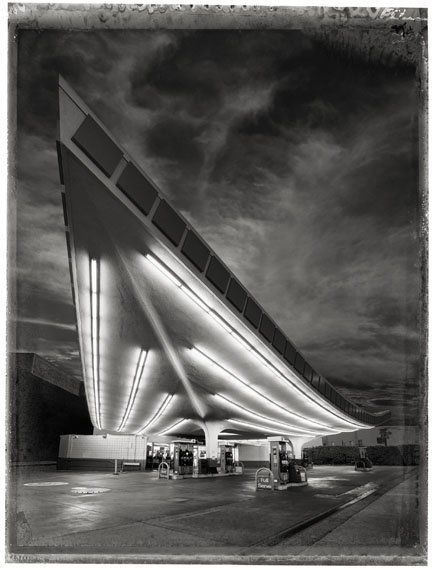 Christopher Thomas76 Union Gas Station, 2017Pigment-Print auf Büttenpapier76 x 56 cm, Auflage 25© Christopher Thomas / Courtesy Persiehl & Heine, Galerie für Fotografie