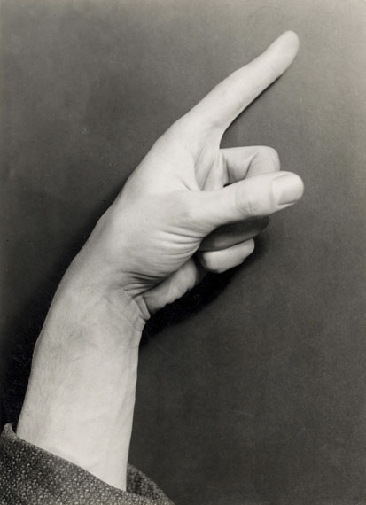 Elfriede StegemeyerOtto's Hand, 1933Gelatinesilberabzug17,9 x 13,1 cm© Elfriede Stegemeyer, courtesy of Galerie Julian Sander