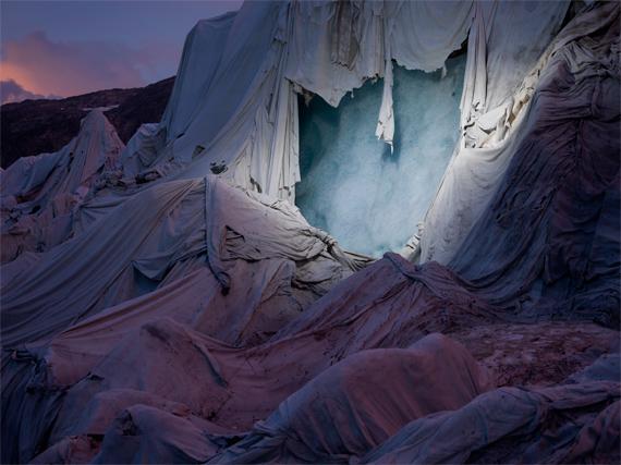 Norfolk + Thymann, Shroud, Glacier du Rhône, Suisse, 2018, © Courtesy of the artists / Project Pressure