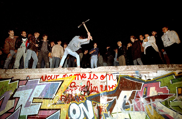 José Giribás Marambio: The first parts of the wall are torn down by citizens near the Brandenburg Gatearound midnight between 9 and 10 November 1989.