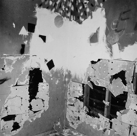 John Divola: Vandalism Series, 1973-1975, 64 x 61,5 cm, Gelatin Silver Print, Ed. of 12 + 2 AP's