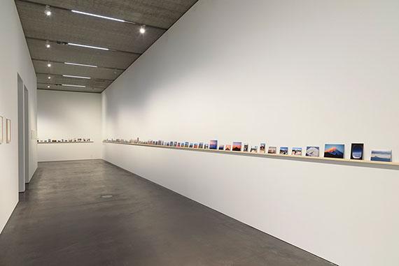 Fiona TanAscent, 2016Installationsansicht Raum 2151 montierte FarbfotografienCourtesy the artist and Frith Street Gallery© Fiona Tan, 2019