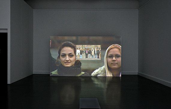 Fiona TanTomorrow, 2005Installationsansicht2-Kanal VideoinstallationCourtesy the artist and Frith Street Gallery© Fiona Tan, 2019