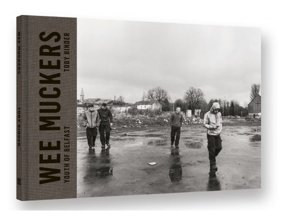 """Toby Binder """"Wee Muckers – Youth of Belfast""""Text by Paul McVeighDesigned by Birthe SteinbeckHardcover, 24 x 17,5 cm, 120 pages, 87 duotone ills.ISBN 978-3-86828signed and numbered (500)Kehrer Verlag."""