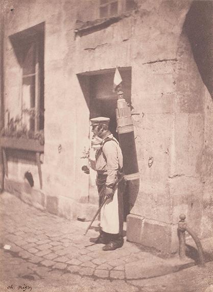 10 Charles Nègre (1820-1880) Le marchand de coco.Paris, 1852-1853. Salt print. Estimate: 20 000 / 30 000 €