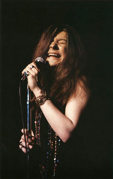 "Janis Joplin im Fillmore East mit ""Ball and Chain"", New York, 1967© Paul McCartney/Fotografin Linda McCartneyCourtesy Sammlung Reichelt und Brockmann"
