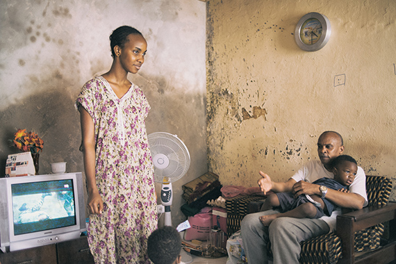 """Emmanuele Andrianjafy, San titre (from the series Nothing's in Vain, 2014-2016), 2016 PreviousNextREVIEWS""""Streams of Consciousness"""": Bamako Encounters—African Biennale of PhotographySharebyFrida SandströmAccording to photojournalist Roger Anis, a country's beaches reveal its history.1In his photographic series Shaabi Beaches (2017), Anis portrays Cairo families at the"""