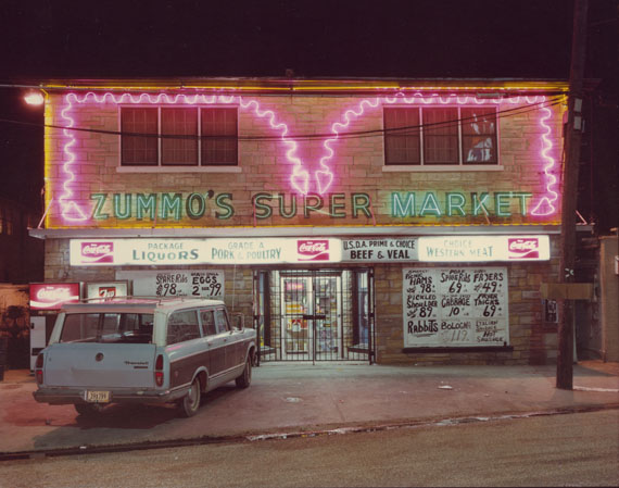 Jim Dow (*1942)Zummo's Super Market, Airline Highway, Metairie, Louisiana, 1979Chromogener Farbabzug, 19,5 x 24,6 cmKunstpalast, DüsseldorfCourtesy Janet Borden, New York© Jim Dow