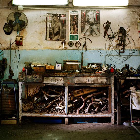 Jacquie Maria Wessels: Garage Still #05.2/2016 Napoli, Analogue C-print