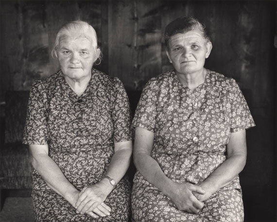 Evelyn Hofer, Alma und Silvia Giovanoli, Soglio, 1991 