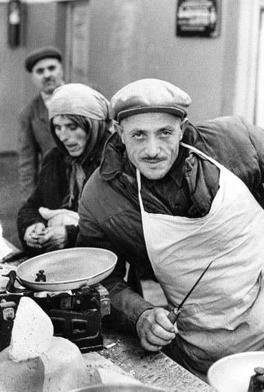 Käsehändler in Tiflis, Georgien, 1962 © Robert Lebeck