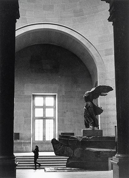 Barbara Klemm: Nike von Samothrake, Louvre, Paris. 2000.